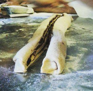 עוגת שאור קמח מלא עוגת שמרים בר